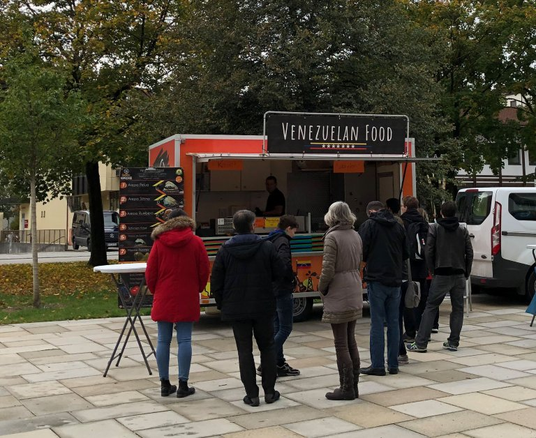 Grossansicht in neuem Fenster: Foodtruck in Martinsried
